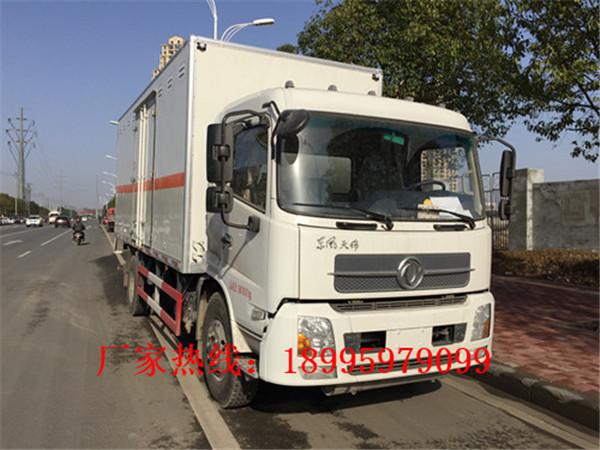 云南东风8.5吨易燃液体厢式运输车