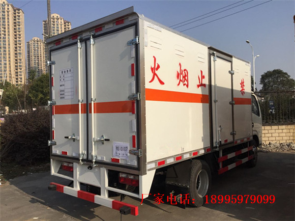 东风杂项危险物品厢式运输车厂家