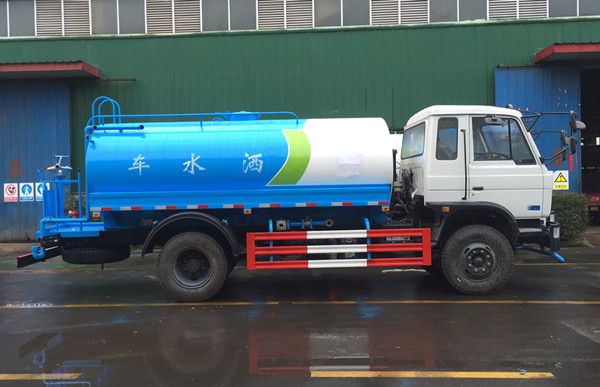 东风145洒水车图片(高清白色侧面)