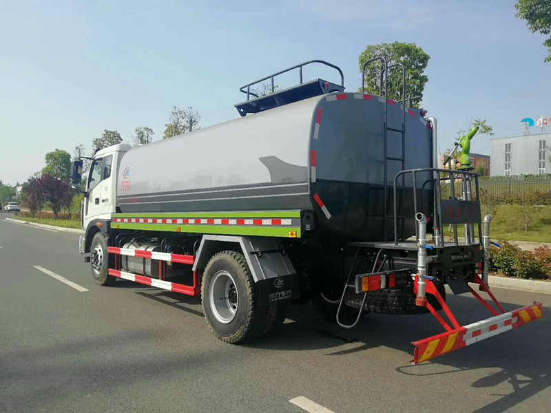 福田瑞沃15吨洒水车